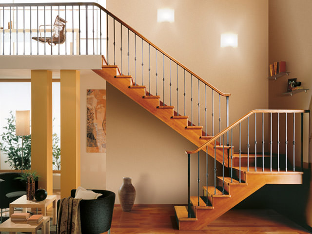 scala interna legno rintal gara