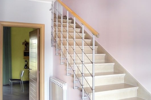 Guarda le scale dallo stile di arredo minimalista rintal - Ringhiera scale interne ...