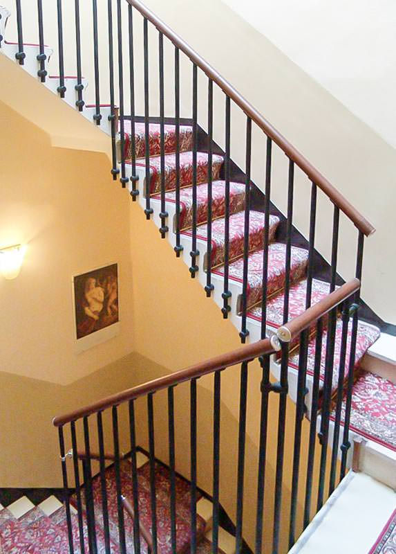 Ringhiera per scale interne installata ad arezzo rintal - Scale interne classiche ...
