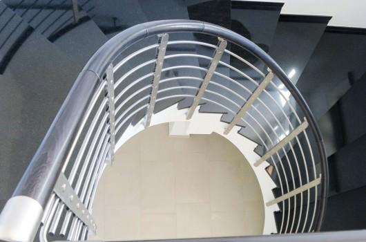 Ringhiera per scale interne installata a Bari