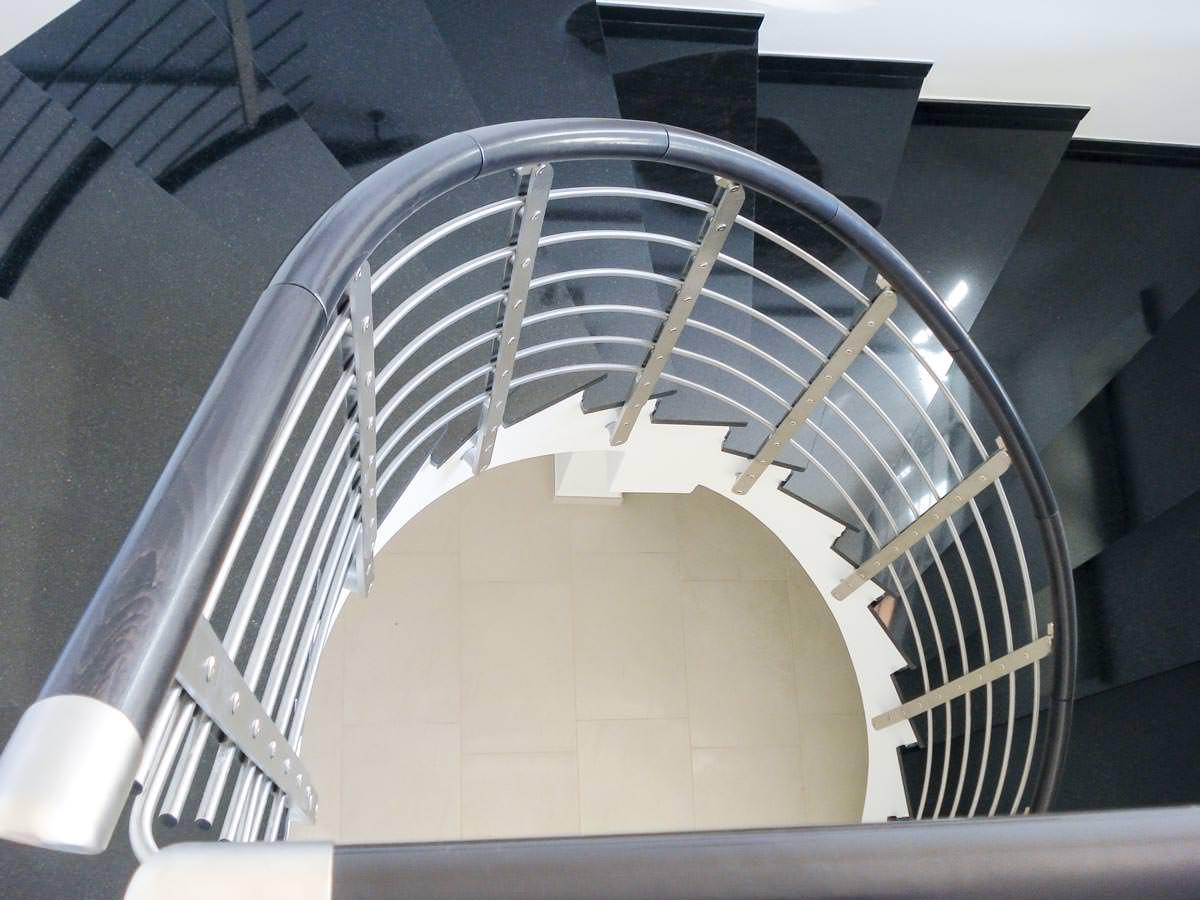 Ringhiera per scale interne installata a bari rintal - Scale a chiocciola bari ...