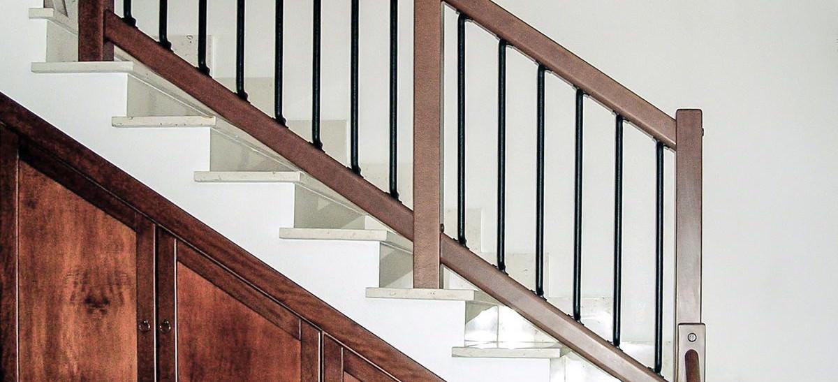 Ringhiera per scale interne installata a belluno rintal - Ringhiere scale interne in legno ...