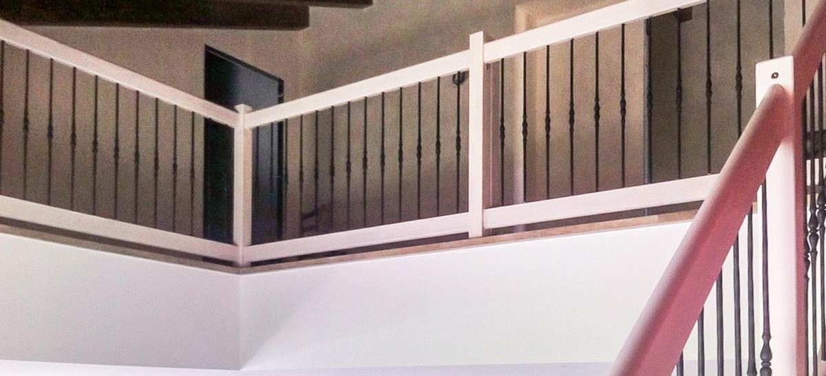 Ringhiera per scale interne installata a Bologna