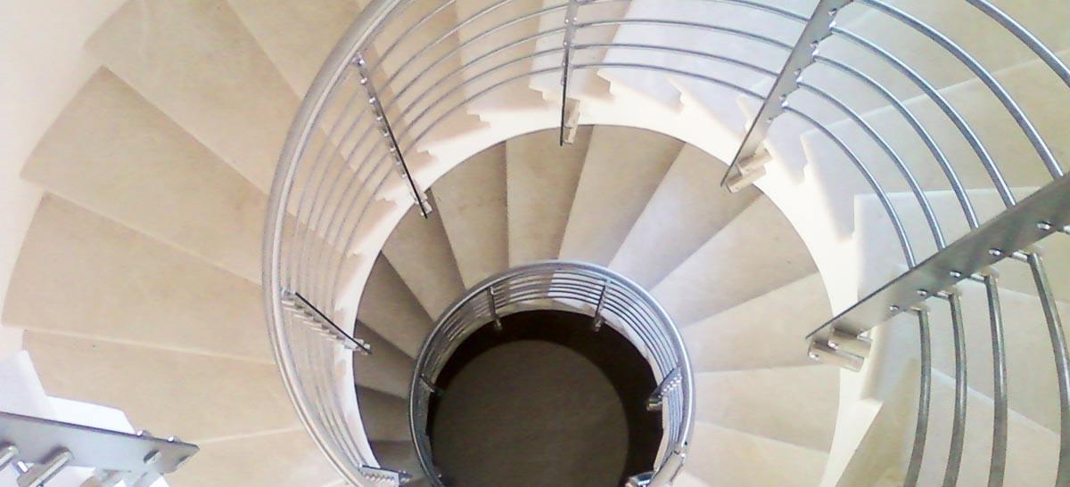 Ringhiera per scale interne installata a Brescia