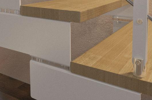 Dettaglio della scala in acciaio e legno Composity
