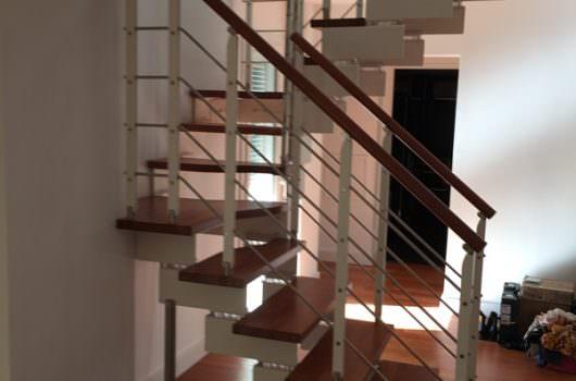 Scala con doppia struttura installata a Como
