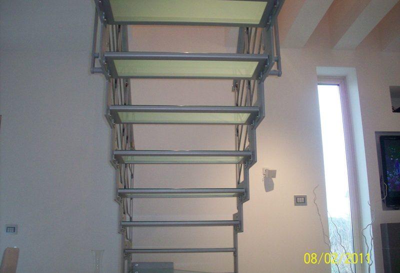 Scala con doppia struttura installata a Verona