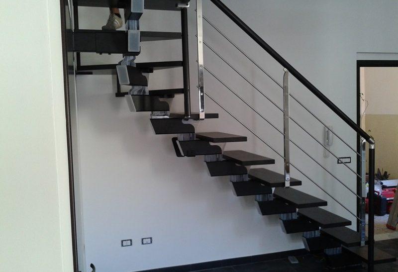 Scala per interni installata a prato rintal - Prato verticale per interni ...